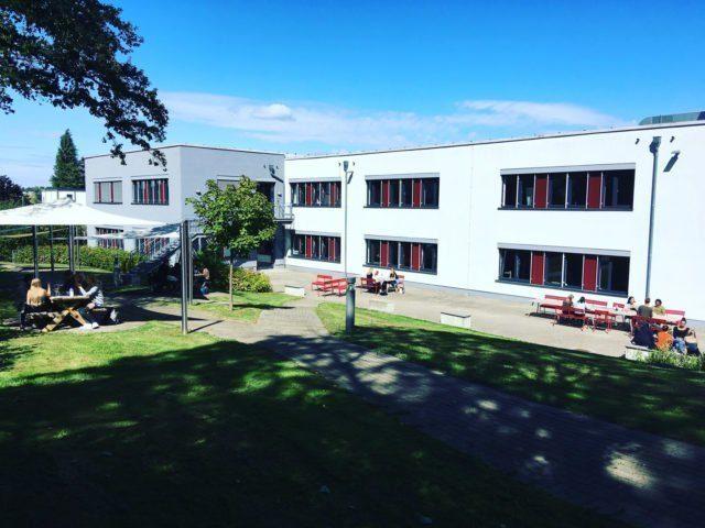 Campus-aussen-4592E71D-4616-4749-A228-469606D30D16